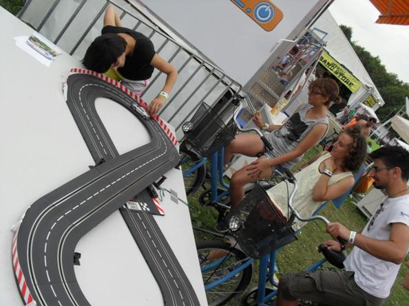 autóverseny a bicajon