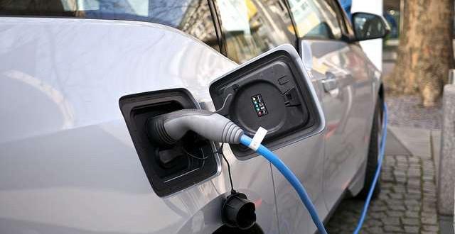 Gyorstöltő van, ingyen parkolás nincs villanyautóval Szegeden