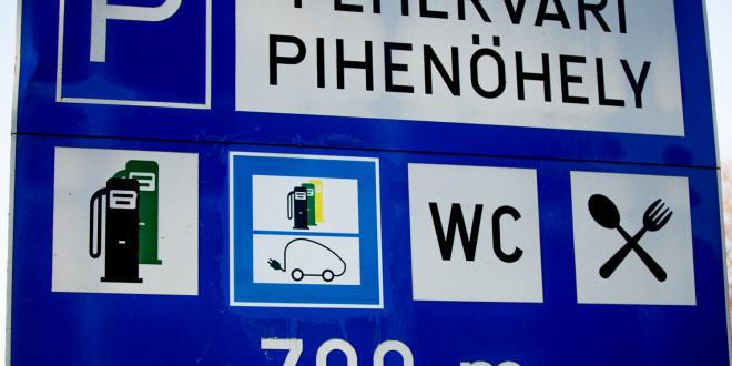 Ha ezt a táblát látja, akkor tudja tölteni elektromos autóját