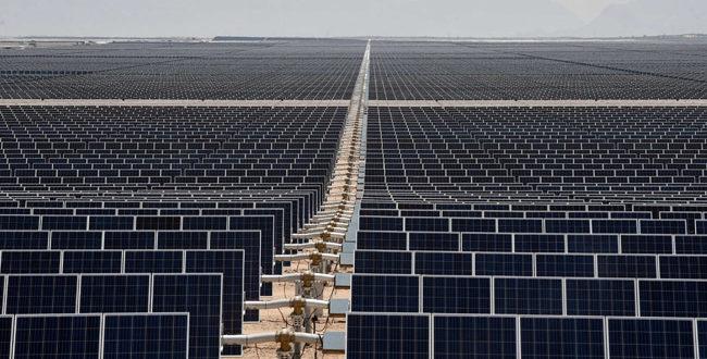 Az ország, amely több száz futballpályányi napelemfarmot épített