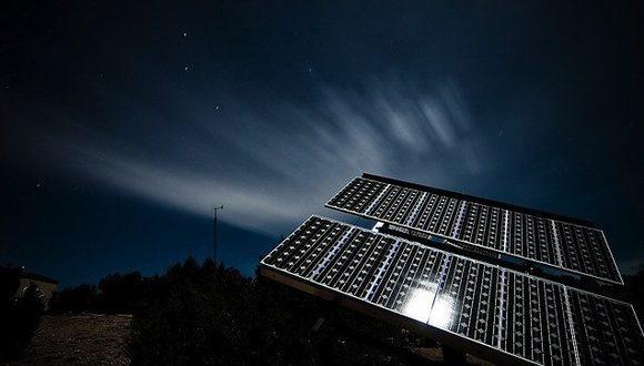 Éjszaka is munkára fogták a napelemeket