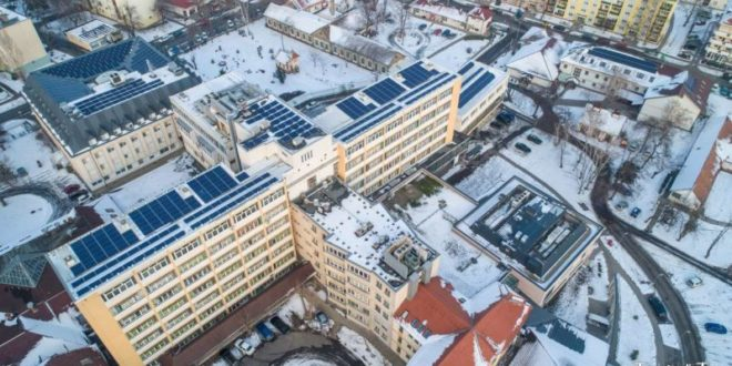 Beindult a naperőmű az Orosházi Kórház tetején