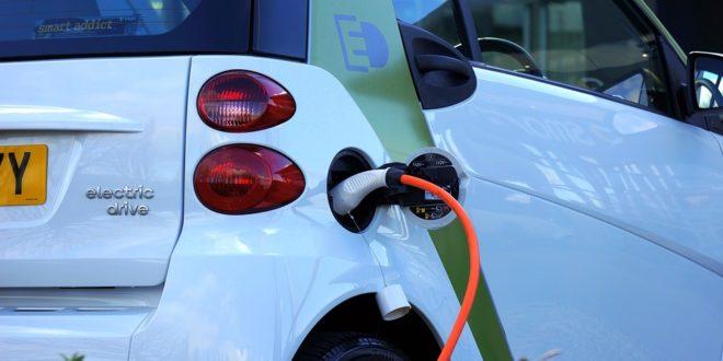 Több mint 16 000 elektromos autó töltőállomás van Németországban