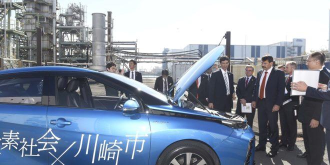 Áder Japánban próbálta ki a hidrogéntöltőt