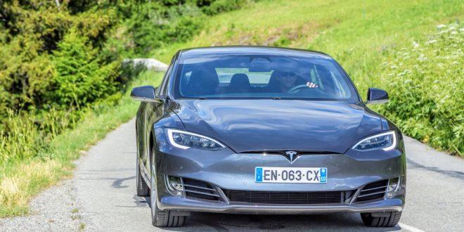 A Tesla tulajdonosok panaszkodtak, érkezett is az okosítás