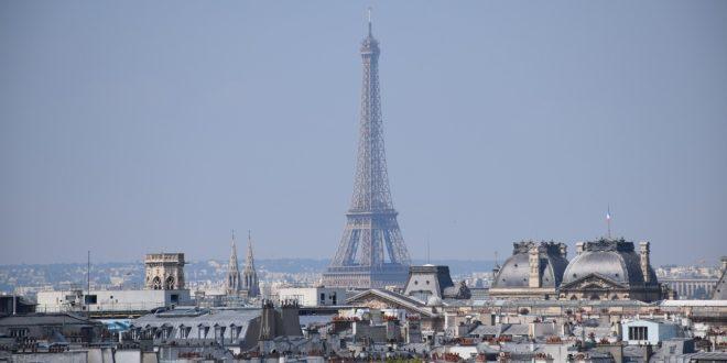 Párizs szokatlanul csendes, csak a madarak hangja hallható