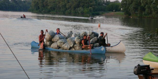 8 tonna hulladékot gyűjtöttek össze a Tiszán
