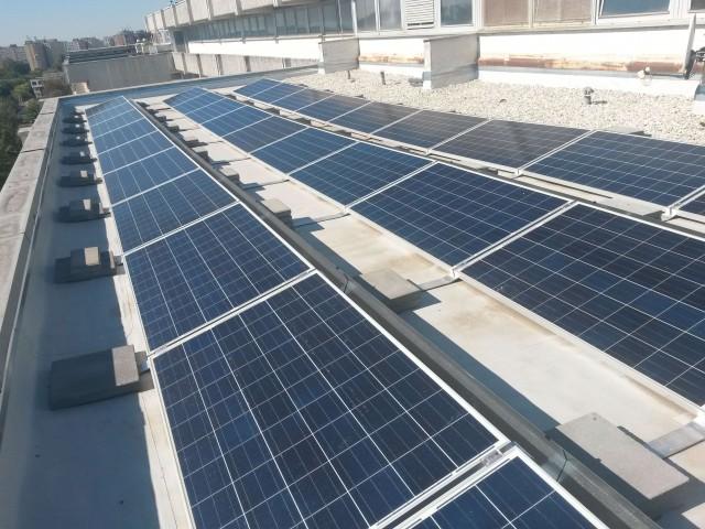 Beüzemelésre került a Petz Aladár Megyei Oktató Kórház épületeire telepített 265 kWp-es napelemes kiserőmű.