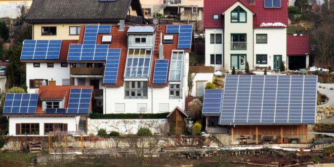 Ingyen telepítenek napelemes rendszereket az olasz háztartások