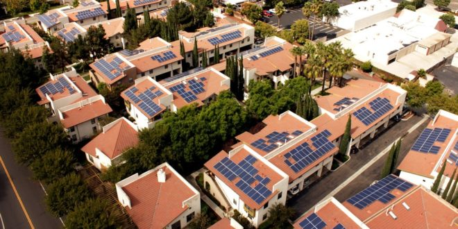 Mennyibe kerül a napelem a tetőmre?