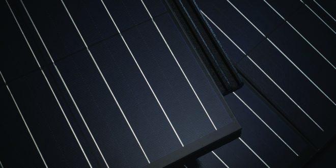 Idén forgalomba kerül a magyar napelemes tetőcserép