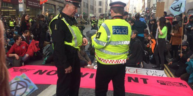 Eltorlaszolták a londoni tőzsdét a környezetvédő tiltakozók