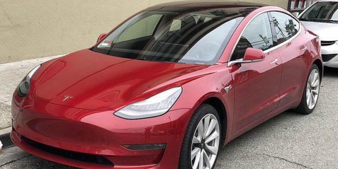 A Tesla Model 3 szinte alig veszít az értékéből