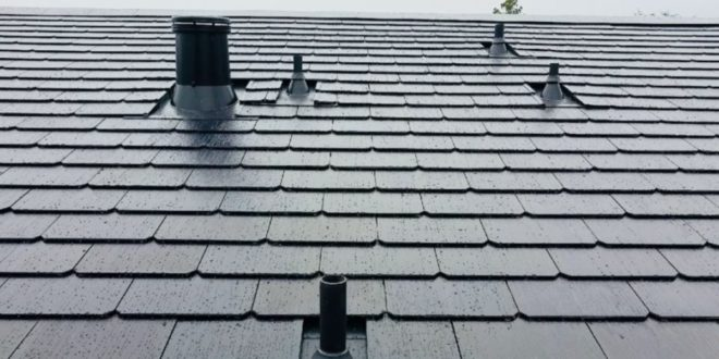 Olcsó napelemes tetőcserepet ígér a Tesla