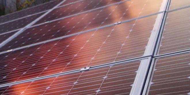 Ebben a városban majdnem minden tető napelemet kap