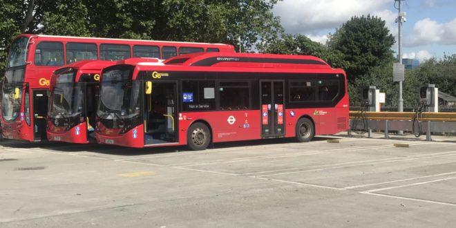 Parkoló elektromos buszok táplálják az elektromos hálózatot